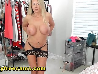 Classy Lady Show Her Tits And Strip Live In Cam