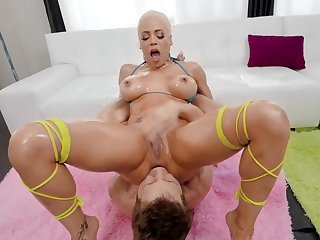 Busty Luna Star enjoys the craziest butt fucking moments