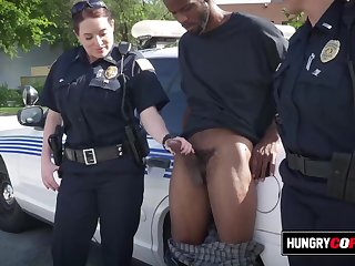 Hungry mommy cops take advantage of thug