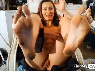 GILF Dirty Feet in Face -no sound