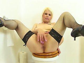 English milf Skyler fingers her fanny on toilet