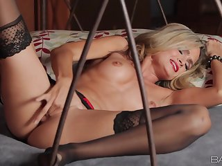 Babes - Glamour Beauty Solo Session